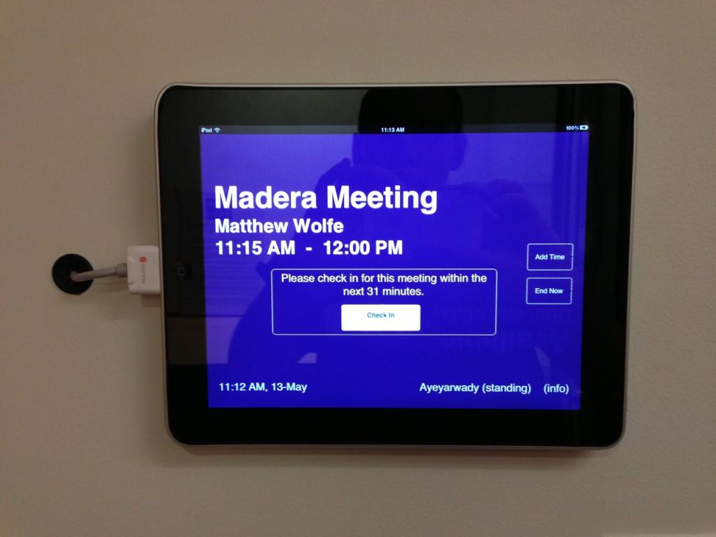 С помощью iPad можно забронировать такую комнату