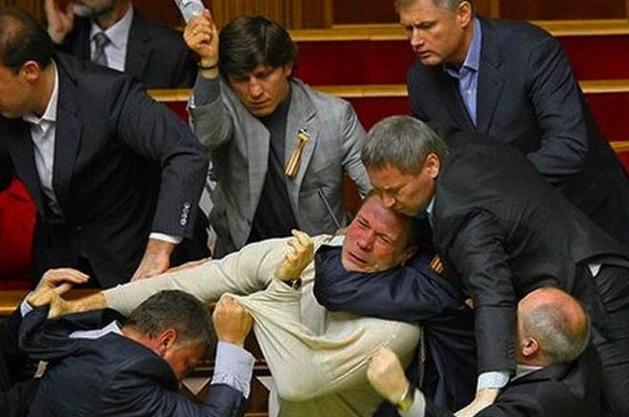 SMM-приемы украинских политиков: хипстер-луки, боты и розыгрыш денег