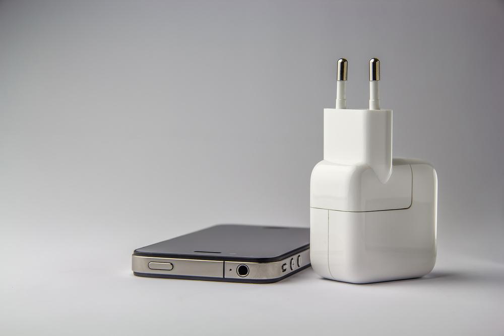 Apple разрабатывает беспроводную зарядку для iPad и iPhone, которая будет работать на больших расстояниях