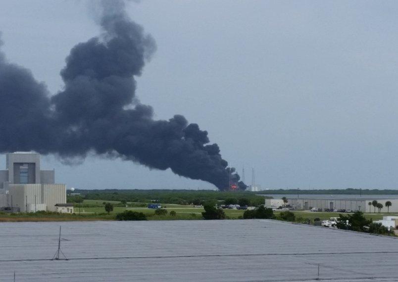Ракета Falcon 9 взорвалась на мысе Канаверал
