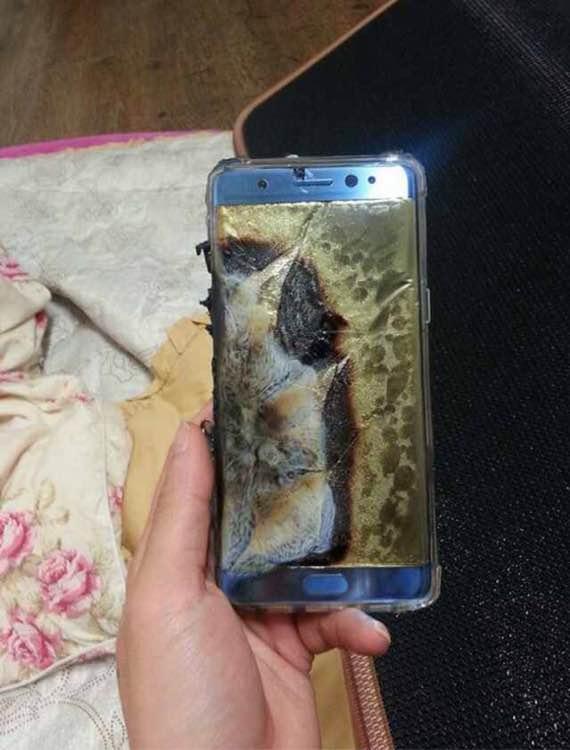 Samsung остановил продажи нового Galaxy Note 7 после случаев возгорания смартфонов