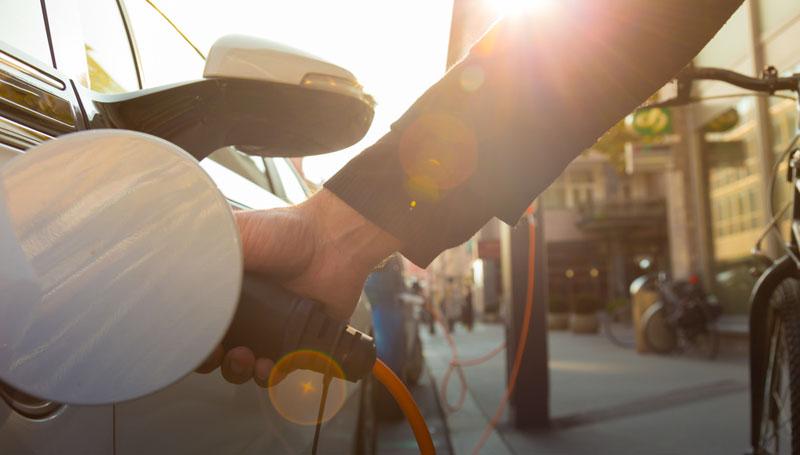 Новый закон про электрокары обещает скидки до 40%: как будет рассчитываться цена